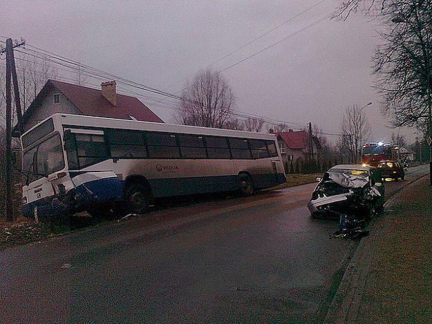 Straciła panowanie nad kierownicą i wjechała w autobus - Aktualności Podkarpacie