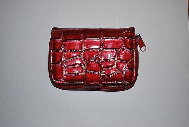 Kto zgubił czerwony portfel? - Aktualności Rzeszów