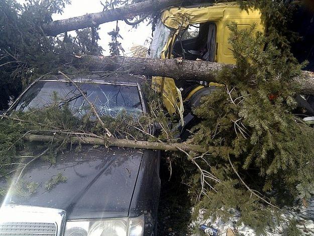 Samochód dostawczy zderzył się z tirem - Aktualności Podkarpacie