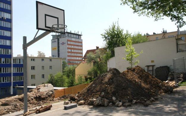 Niewybuch na terenie I liceum w Rzeszowie - Aktualności Rzeszów