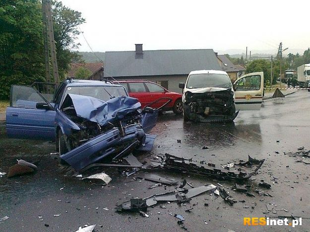 Trzy samochody zderzyły się w Strzyżowie - Aktualności Podkarpacie