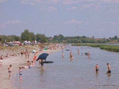 Tłumnie nad Jeziorem Tarnobrzeskim  - Aktualności Podkarpacie