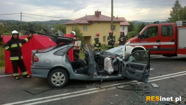 Tragiczny wypadek w Babicy. Czołowe zderzenie osobówki z autobusem - Aktualności Rzeszów