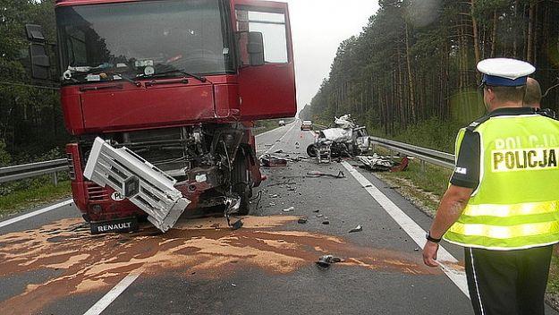 Kierowca osobówki zginął w zderzeniu z tirem - Aktualności Podkarpacie