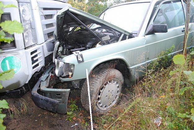 Mercedes wjechał pod tira - Aktualności Podkarpacie