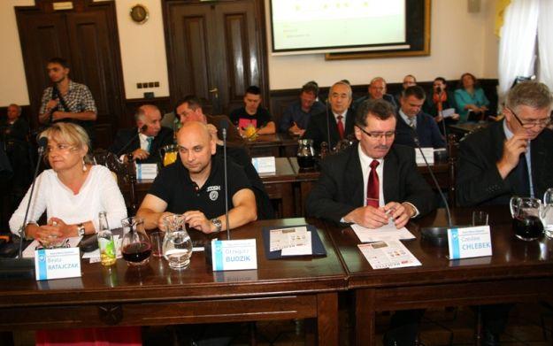 Radni podzielili kasę - Aktualności Rzeszów