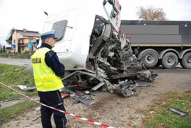 Ciężarówka zderzyła się z autobusem - Aktualności Podkarpacie