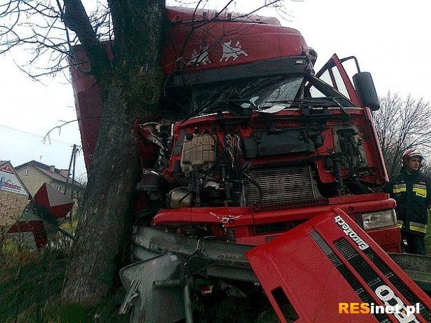 Wypadek w Zarzeczu. Tir blokuje drogę relacji Jasło - Nowy Żmigród - Aktualności Podkarpacie