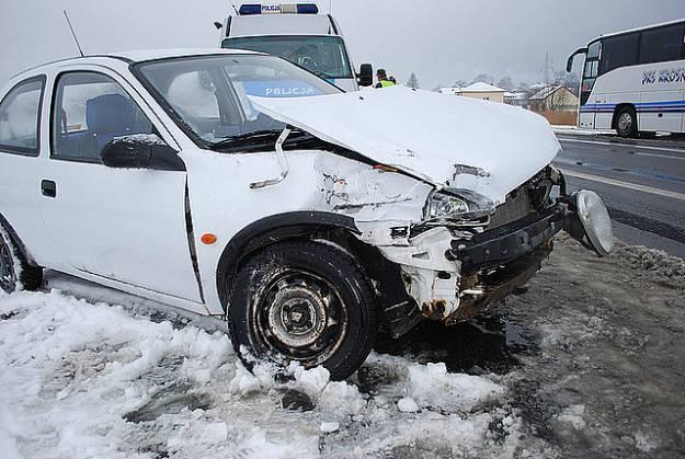 Opel zderzył się z autobusem - Aktualności Podkarpacie