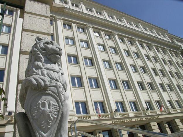 Pikietują przed Urzędem Wojewódzkim - Aktualności Rzeszów
