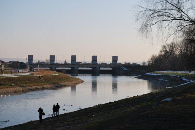 Przechadzka po rozżarzonym węglu i zimna kąpiel w Wisłoku  - Aktualności Rzeszów