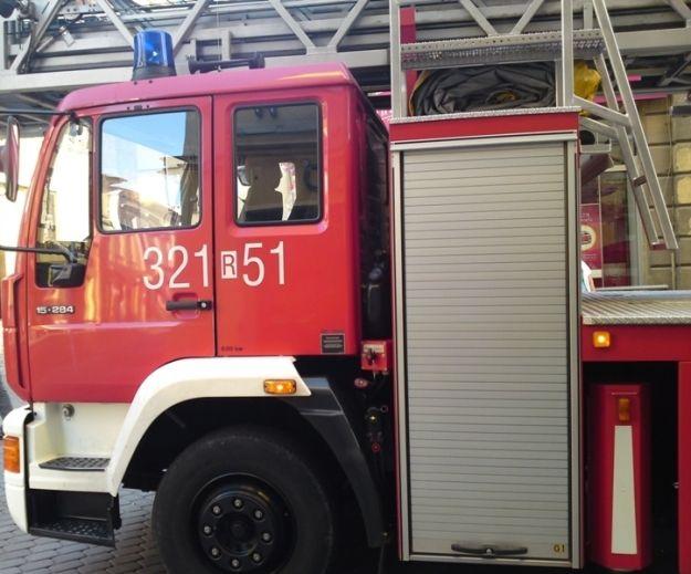 Akcja gaszenia pożaru. Zapaliła się naczepa samochodu - Aktualności Podkarpacie