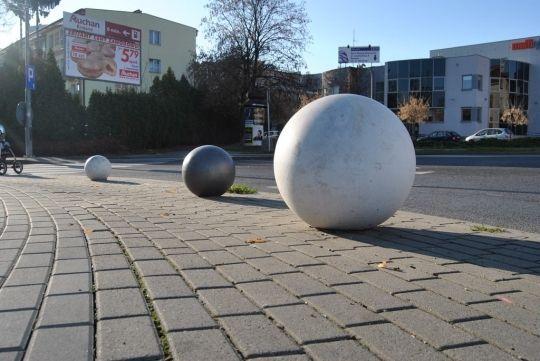 Betonowe kule – gdzie jeszcze ich brakuje? - Aktualności Rzeszów