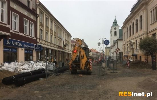 Ponad 100 pracowników na placu budowy przy ul. 3 Maja. Kiedy koniec? - Aktualności Rzeszów - zdj. 1