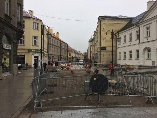 Ponad 100 pracowników na placu budowy przy ul. 3 Maja. Kiedy koniec? - Aktualności Rzeszów - zdj. 3