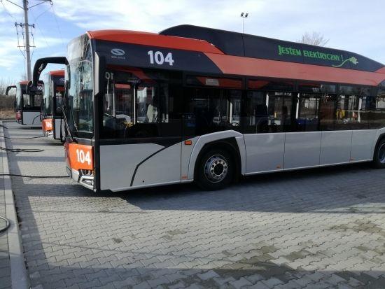 Autobusy elektryczne wyjechały na ulice Rzeszowa. Będą również dodatkowe stacje ładowania [ZDJĘCIA] - Aktualności Rzeszów - zdj. 7