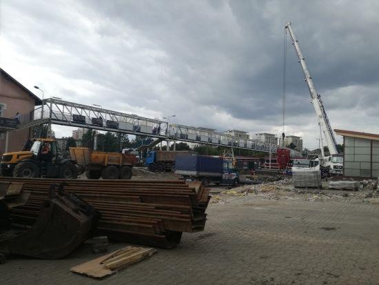 Znikają przęsła z kładki przy ul. Grottgera. Przejście będzie dostępne aż do zakończenia budowy [FOTO] - Aktualności Rzeszów - zdj. 4