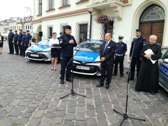 Komenda Miejska Policji w Rzeszowie ma cztery nowe hybrydy [FOTO] - Aktualności Rzeszów - zdj. 1