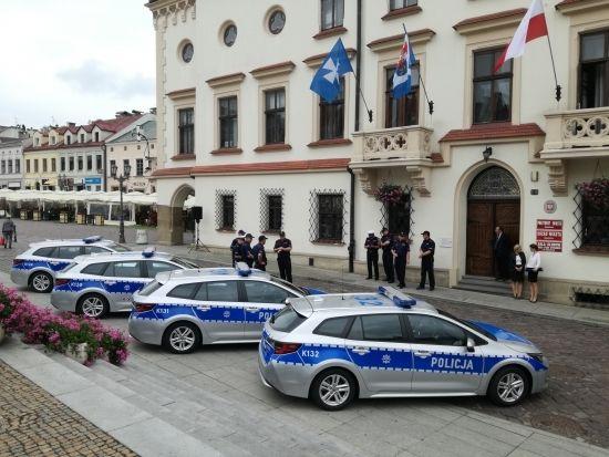 Komenda Miejska Policji w Rzeszowie ma cztery nowe hybrydy [FOTO] - Aktualności Rzeszów - zdj. 2