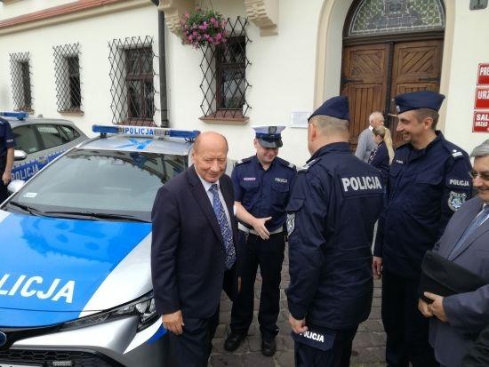 Komenda Miejska Policji w Rzeszowie ma cztery nowe hybrydy [FOTO] - Aktualności Rzeszów - zdj. 5