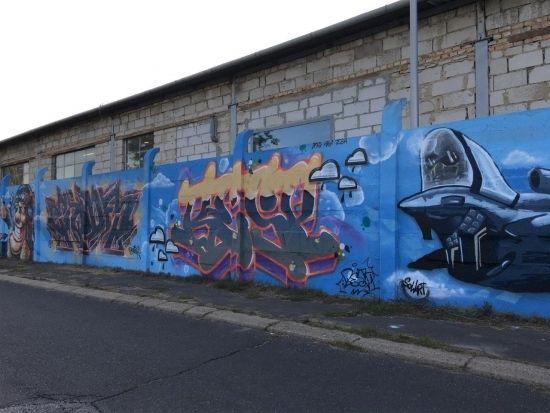 Na drodze prowadzącej na Lisią Górę powstało blisko 100-metrowe graffiti [FOTO] - Aktualności Rzeszów - zdj. 7