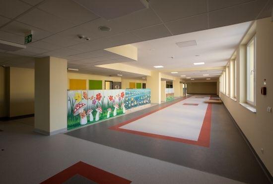 Poświęcono nową szkołę w Rzeszowie. Będzie się w niej uczyć ok. 840 uczniów [FOTO] - Aktualności Rzeszów - zdj. 5