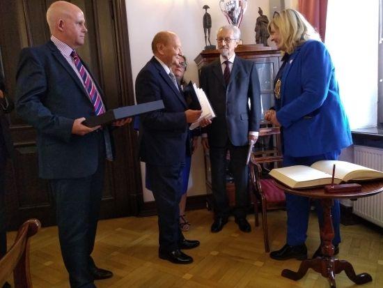 91-tysięczne Rushmoor czternastym miastem partnerskim Rzeszowa - Aktualności Rzeszów - zdj. 1