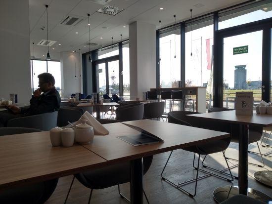 Otwarto nowy hotel w sąsiedztwie Portu Lotniczego Rzeszów-Jasionka [FOTO] - Aktualności Rzeszów - zdj. 3