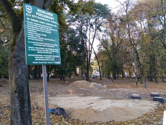 Trwa rewitalizacja parku przy ul. Dąbrowskiego [FOTO] - Aktualności Rzeszów - zdj. 1