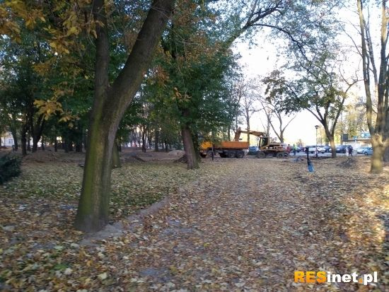 Trwa rewitalizacja parku przy ul. Dąbrowskiego [FOTO] - Aktualności Rzeszów - zdj. 5
