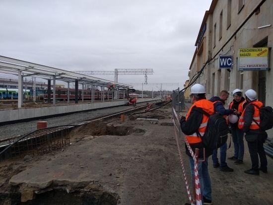 Raport z prac na stacji Rzeszów Główny. 19 listopada uruchomią peron nr 1 [FOTO] - Aktualności Rzeszów - zdj. 6
