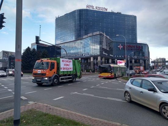 """""""Protest śmieciarek"""" w Rzeszowie [FOTO] - Aktualności Rzeszów - zdj. 10"""