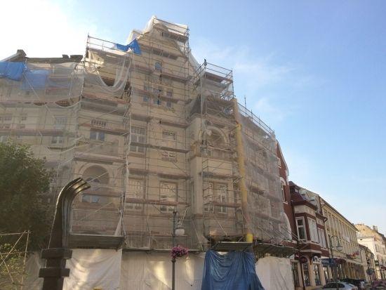 Trwają prace remontowe przy kamienicy na ul. 3 Maja. Budynek odzyska dawny wygląd - Aktualności Rzeszów - zdj. 2
