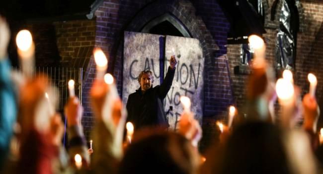 Bóg nie umarł: Światło w ciemności (lektor)